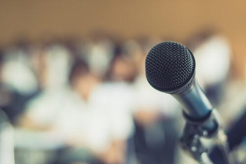Del miedo escénico, al placer para hablar en público: Oratoria moderna