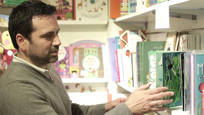 Alvaro Bilbao con libros